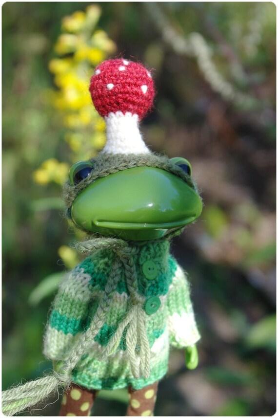 mushroom hat for wonder frog