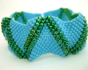 Beaded Peyote Bracelet / Seed Bead Bracelet in Turquoise Blue and Rainbow Green  / Beadwork Bracelet / Beadwoven Bracelet / Bumpy Bracelet