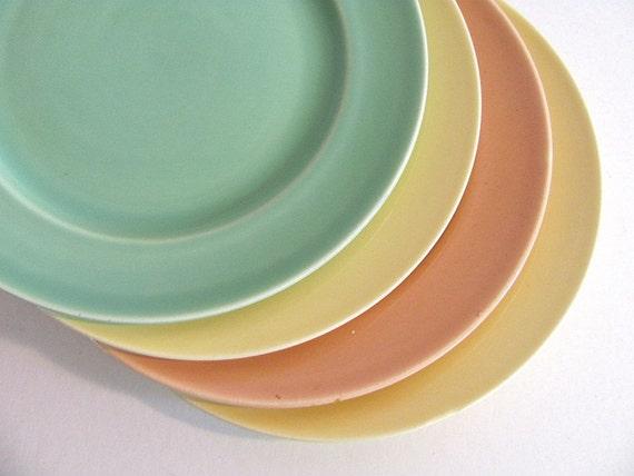 Vintage Dishes - set of 4 pastel plates // dinner plates // Universal Cambridge