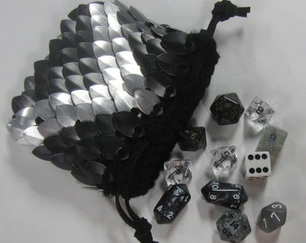 Scalemail Dice Bag in  Dragonhide knitted armor Silver Chevron