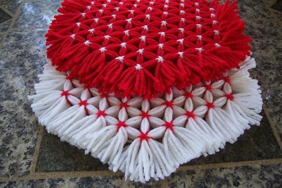 Retro Woven Kitchen Trivet, Red and White Trivets, Yarn Hot Pads, Yarn Serving Mat, Yarn Trivet, Woven Mat, Red Hot Pad, Red Flower Trivets,