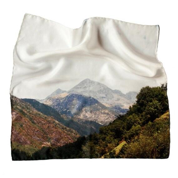 Sierra 1 - 43x43 Silk scarf - Digital printed - Hand stitched