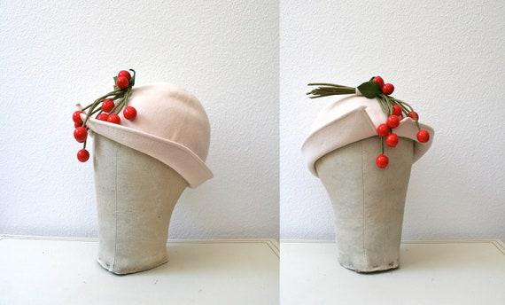 1950s hat / vintage wool cloche/  Spring Jubilee hat