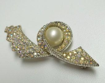white/blue Aurora Borealis Rhinetones white glass pearl brooch,white/blue AB rhinestonesbrooch,white glass pearl brooch