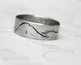 rustic mountain wedding band ring . engraved silver wide mountain landscape band . size 4 5 6 7 8 9 10 11 12 by peacesofindigo