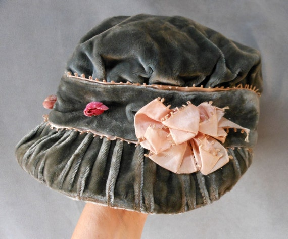 Lovely c1910s Velvet & Silk Ladies or Childs Hat or Bonnet with Pink Rose Buds