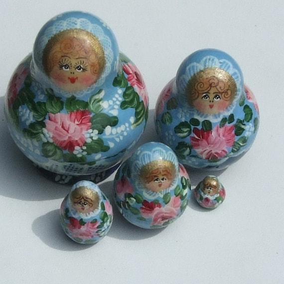 Set 5 Wooden Handpainted MATRYOSHKA Nesting Dolls