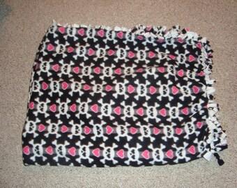Fleece Hart and Skull Now Sew Tie Blanket