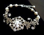 Crystal Bridal bracelet, Antique Wedding bracelet, Wedding jewelry, Pearl bracelet, Vintage style bracelet, Swarovski bracelet, Rhinestone