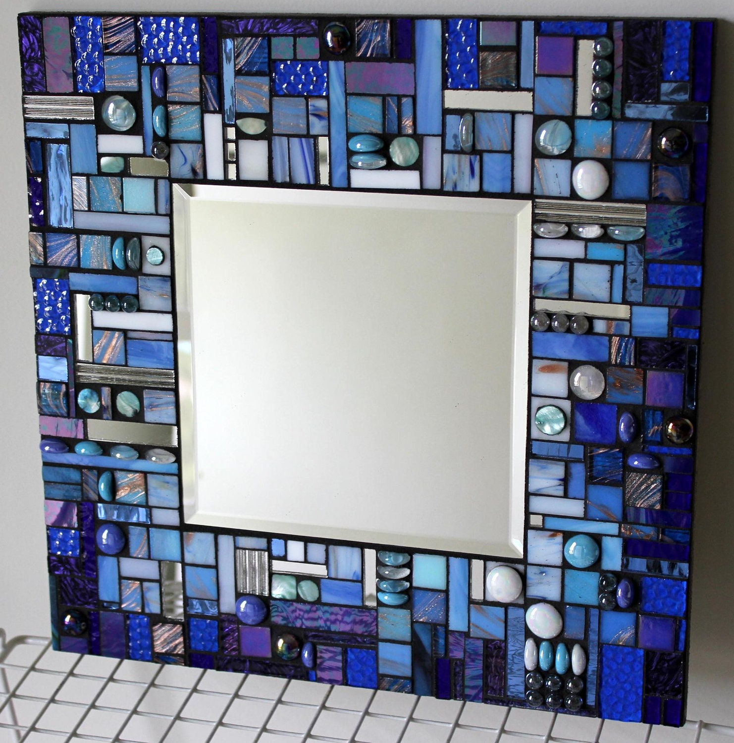 Mosaic mirror multi media stained glass white aqua and for Miroir de courant mos