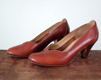 70s leather heels / brown shoes high heel