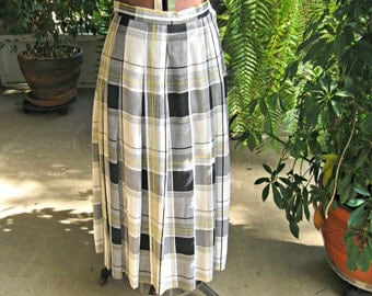 """Vintage Koret skirt. Pleated, long, black, white, grey with yellow. Made in USA. Size 8. 27"""" waist."""