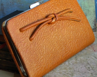From the days of MAD MEN and WOMEN...  vintage 1950s... leather clutch... Jun 10
