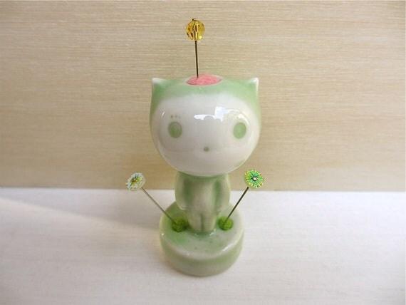 Tiny Kitten Statue 07