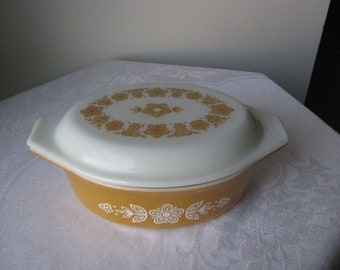 Vintage Pyrex Oblong 1 1/2 Qt  Casserole Dish with Cover Butterfly Gold Great Condition