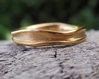 Solid gold ring gold wedding band for men and women Wavy gold ring his and hers wedding band Yellow Rose White 14k solid gold wedding ring