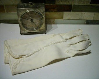 Gloves-Vintage gloves- 1950s  creamy color cotton with embroidered detail