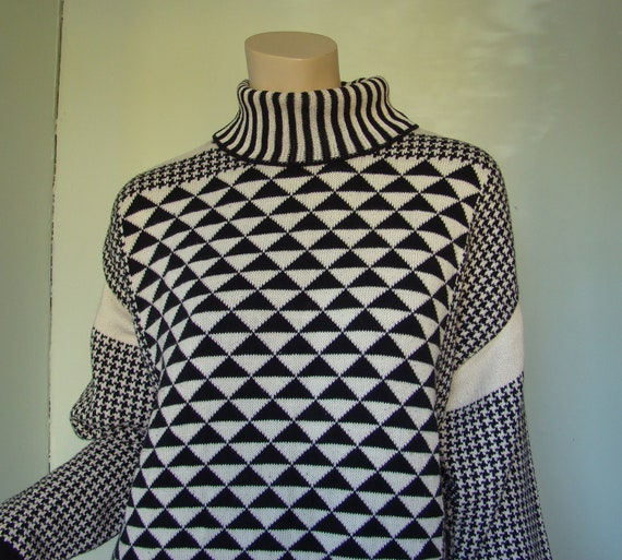 Black & White Triangles Sweater- 1990's Geometric Tunic Pullover in Cotton- Houndstooth and Stripes