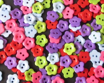 100 Assorted BRIGHT FLOWER BUTTONS, card, scrapbooking, tag, sewing, notion, craft, rainbow, red, green, pink, blue, purple