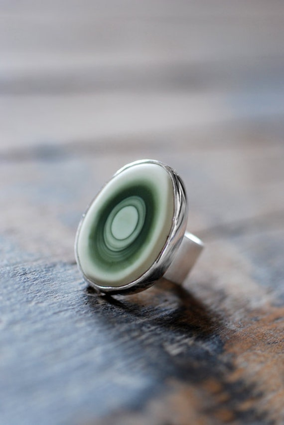 Sublunary Green Ring