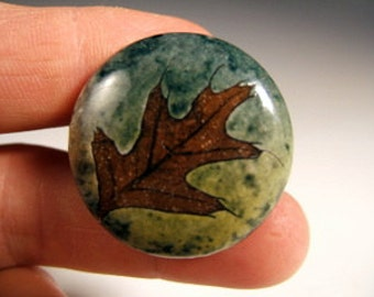 Oak Leaf Ceramic Cabinet Door Knob/Drawer Pull in Green Leaf Glaze