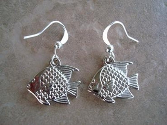 Set of earrings that are in the shape of Fish (C-315)