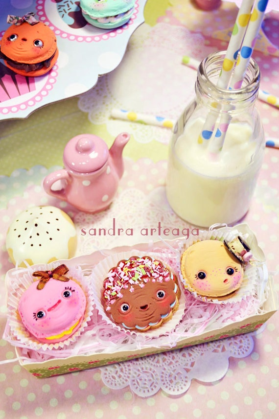 Set of 3 funny cookies in a pretty box