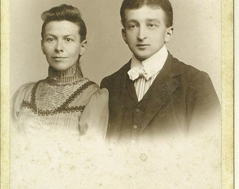 Reading PA Young Married Couple Victorian Husband Wife Pennsylvania Studio Portrait Cabinet Card Photo Antique Photograph