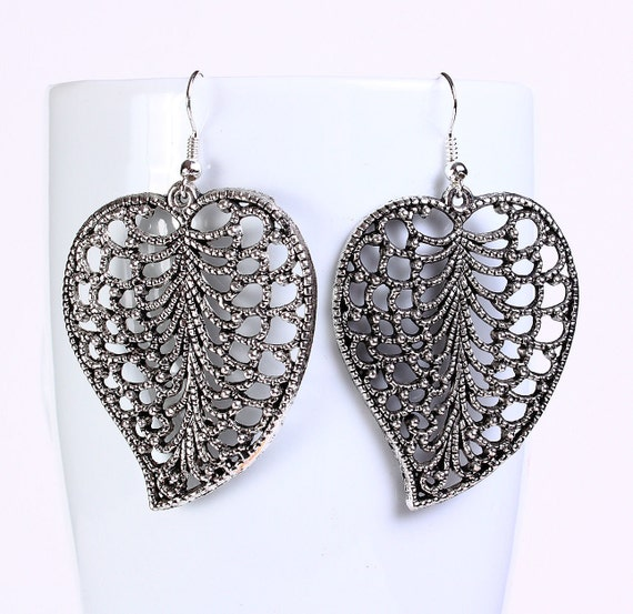 Antique silver tone filigree leaf drop dangle earrings (556) - Flat rate shipping