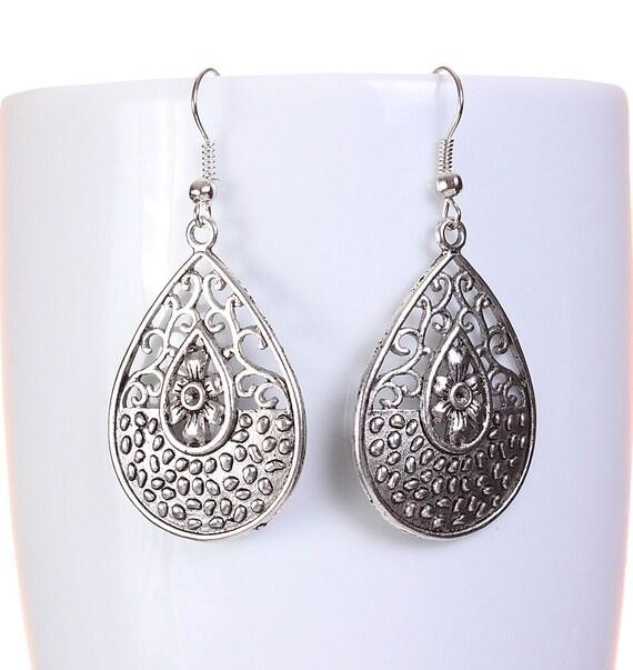 Silver tone filigree teardrop tear drop dangle earrings (593)