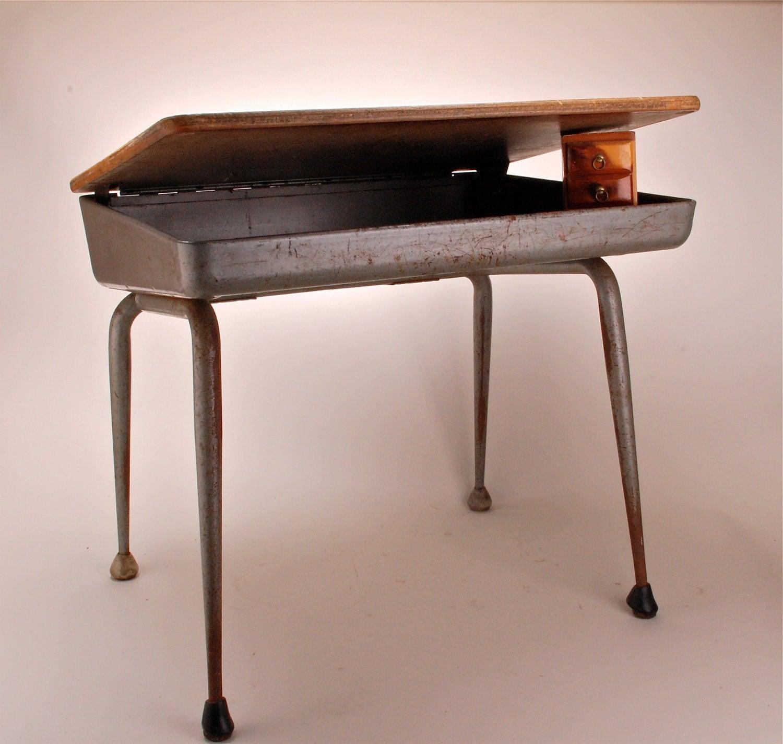 Vintage Midcentury Lift top childrens school desk – Haute