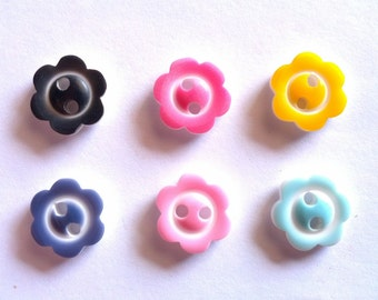 50 pcs -  Cute Flower buttons 2 holes - size 11 mm