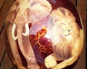 Decoupage ostrich egg with the Big 5. Lion, elephant, rhino, buffalo and leopard. Taxidermi. Signed by the artist