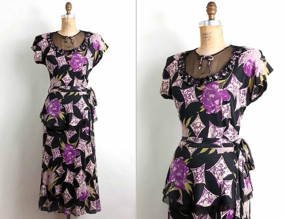 SALE......vintage 1940s dress / 40s floral novelty print rayon peplum dress (small)