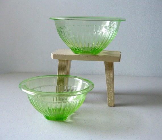 Depression glass bowl set green