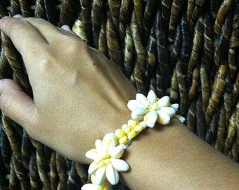 COWRY and YELLOW MONGO shell bracelet