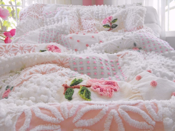 GORGEOUS WARM SNUGGLY Vintage Chenille Patchwork Quilt Cabbage Roses Throw Size