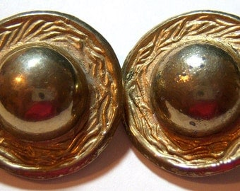 vintage a bit on the tarnished gold tone round button clip earrings ddd