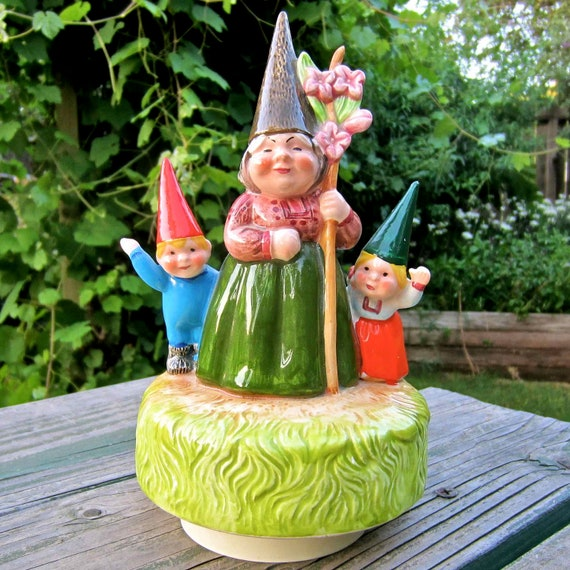 HOLD FOR JUDY Gnome Trio 1980 Unieboek Music Box