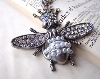 Queen Bee Necklace Insect Jewelry Vintage Style Jewelry Vintage Inspired Jewelry Vintage Style Necklace Gunmetal Necklace Gun Metal