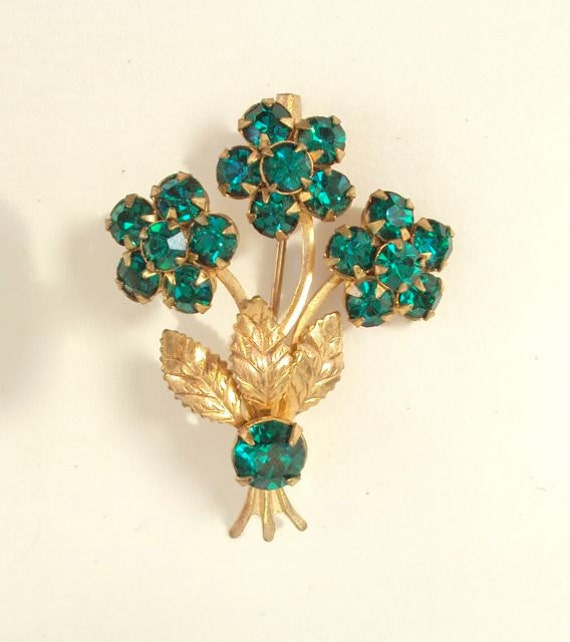 Brooch of Green Rhinestones and Gold Tone Bouquet Vintage