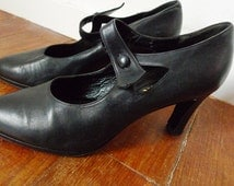 SALE Roger VIVIER black leather mary jane style shoes with heels