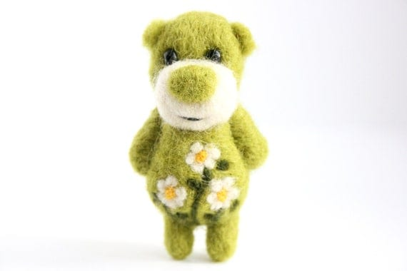 Flower Bear With Cammomiles, brooch