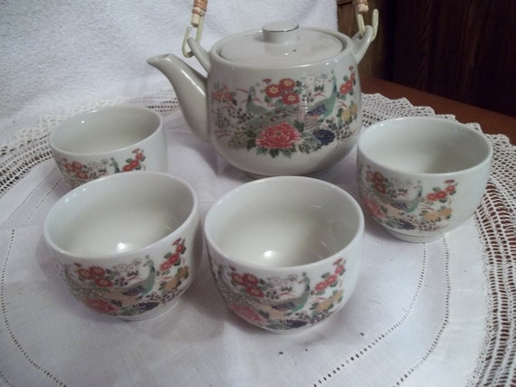 1950s Japanese Teapot Set, Pot & 4 cups, Peacocks, Flowers,