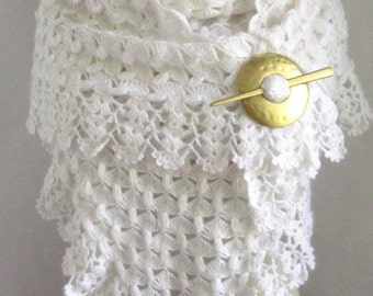 White shawl // Crochet shawl // bridal shawl // white scarf // warm wrap // warm cozy