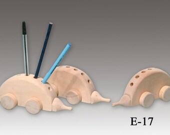 1 Hedgehog pen and pencil holder