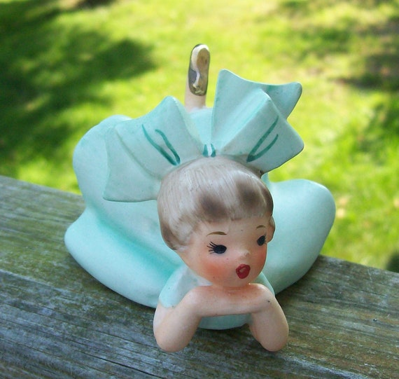 Darling Vintage INARCO Reclining Girl w/ Big Bow Gold Shoes Mint Pastel Green Ruffled Dress 1993  E1059