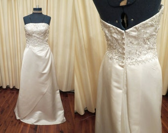 Vintage Sexy Ivory Off White Strapless Wedding Dress with Train and Swarovski and Glass Bead Details