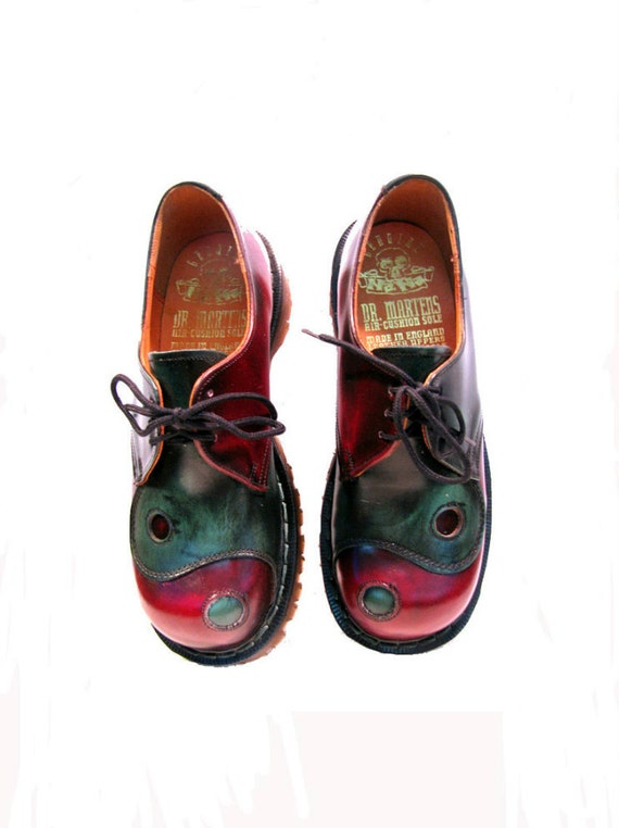 Vintage 1980s Yin Yang DR MARTENS Doc Martens NaNa Gibson Shoes from England Wms U.S. 5 1/2