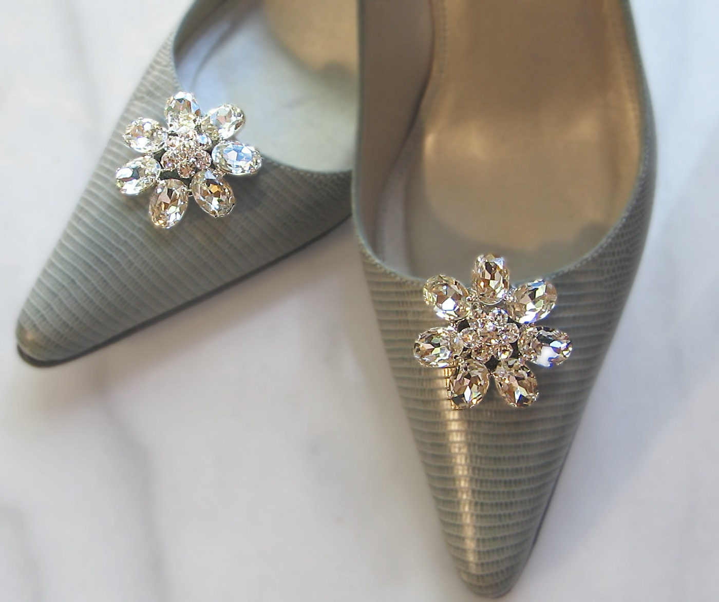 kilofly 2 Pairs Elegant Rhinestone Crystal Metal Shoe Clips Wedding Party Pack. by kilofly. £ Prime. Eligible for FREE UK Delivery. 5 out of 5 stars 3.